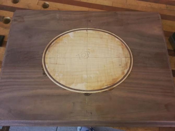 Schwalbenschwanz Walnut Box mit Curly Maple Inlay