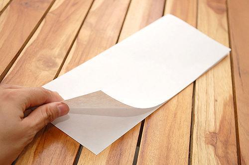 Wie man ein Papierflugzeug Stellen