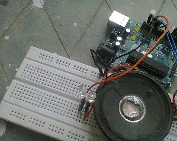 Home Security Alarm oder ein Bewegungsmelder Mit Arduino, PIR Sensor und LCD.