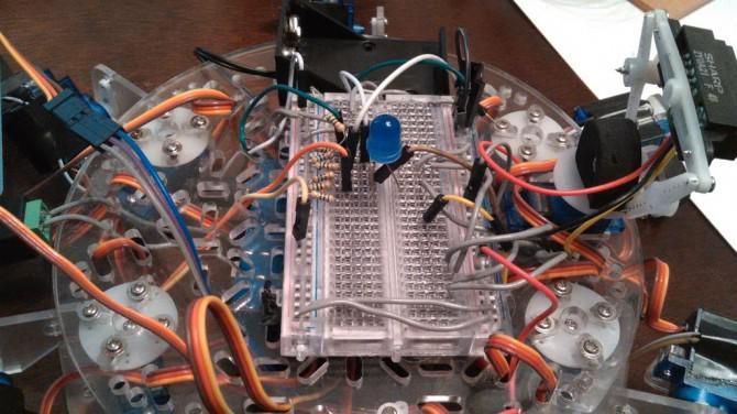 Hector das Hexapod: Günstigstes Hexapod w / Arm (Arduino)