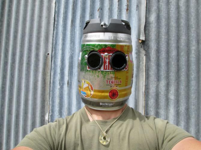 Sehr Manly Bier-Fass-Schweißhelm