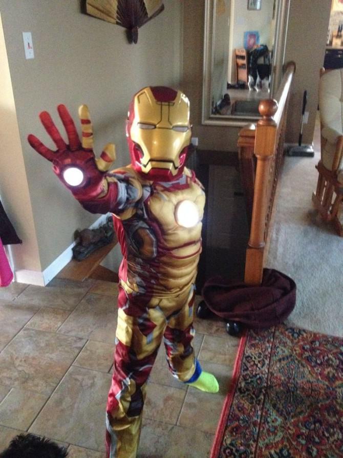 Einfach und billig hinzufügen Repulsor Lichter zu Iron Man Kostüm childs