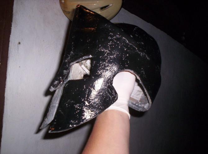 Wie Spartan Rüstung aus Pappe machen