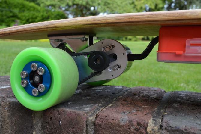 Wie man einen elektrischen Longboard mit Telefonsteuer bauen