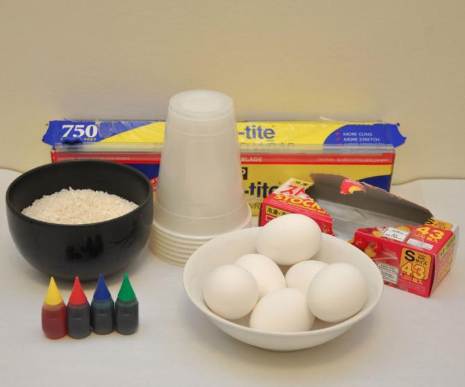 Wie man Ostereier Farbstoffs mit Reis