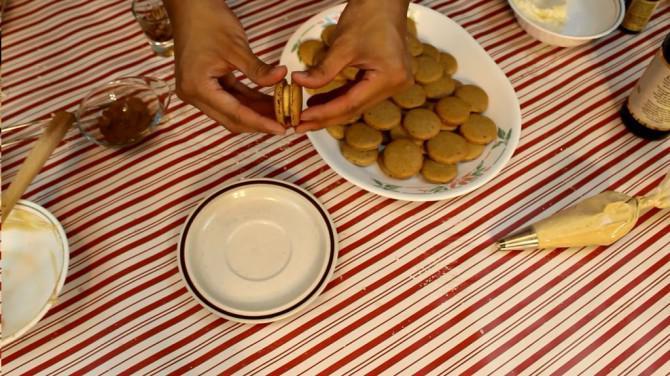 Lebkuchen Latte Macarons   Josh Pan