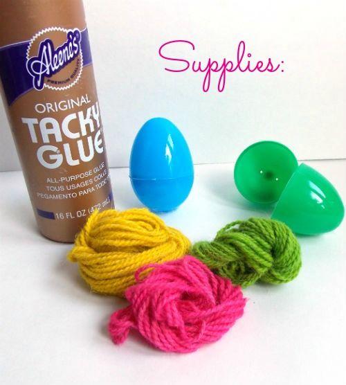 Garn umwickelt Easter Eggs