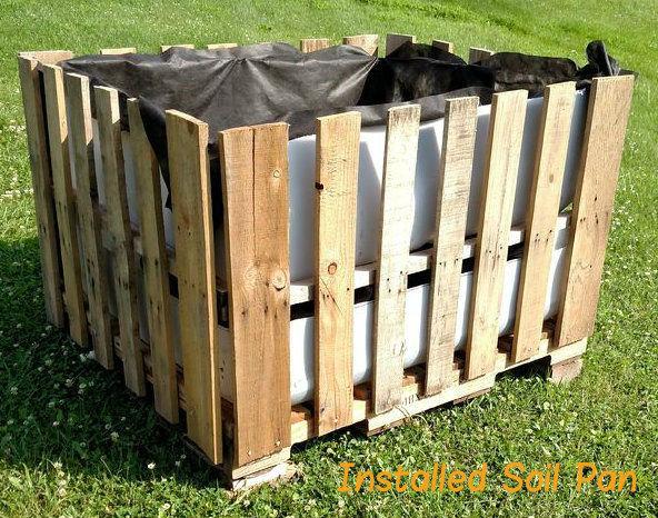 Erstellen Sie eine große Selbst Bewässerung Garten & Greenhouse von Materialien wiederverwendet