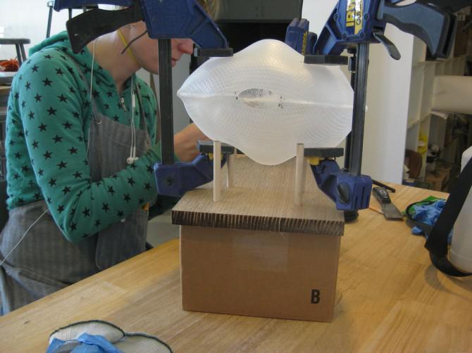 Verwenden Fusion Collaborative Skulpturen mit Bienen zu Stellen