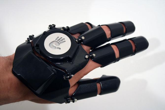 """Making 'Glove One """"- ein 3D-gedruckt, tragbare Handy."""