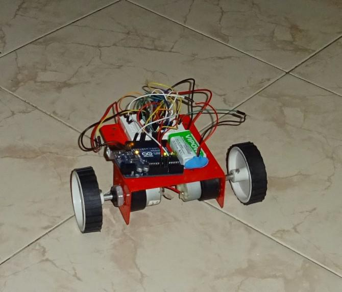 Wie man eine Sprachsteuerung, Richtungssteuerung, Fernbedienung, Android und Arduino Roboter (3 in one) zu machen