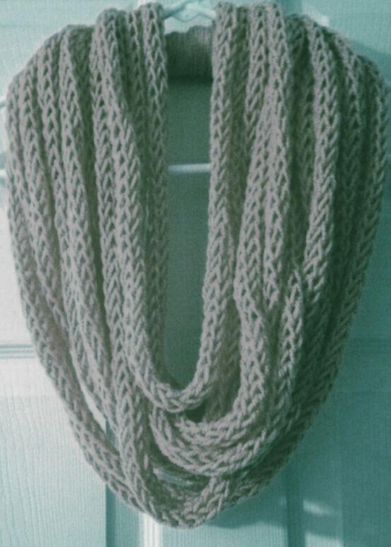 Crochet oder Strick infinity Schal