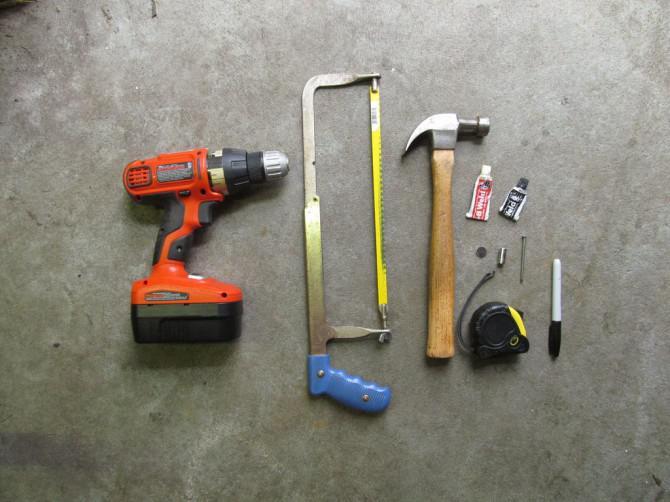 The Ultimate Hammer (Hammer + Schraubenzieher, Flaschenöffner, Nagelhalter und Ruler)