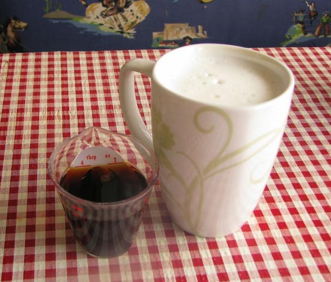 Die Off-Grid Latte: Schäumende Perfektion ohne Strom und Espressomaschine