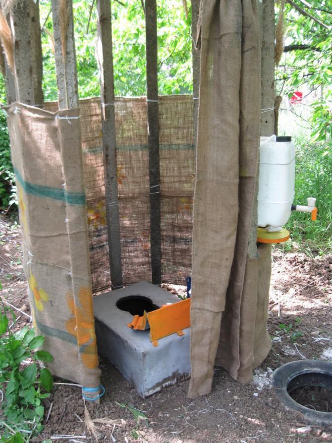 Kompost Toilette Im Garten