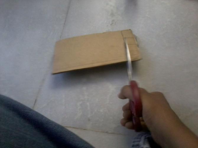 Wie man ein einfaches Pull-Back Auto zu machen (Gummiband angetrieben)