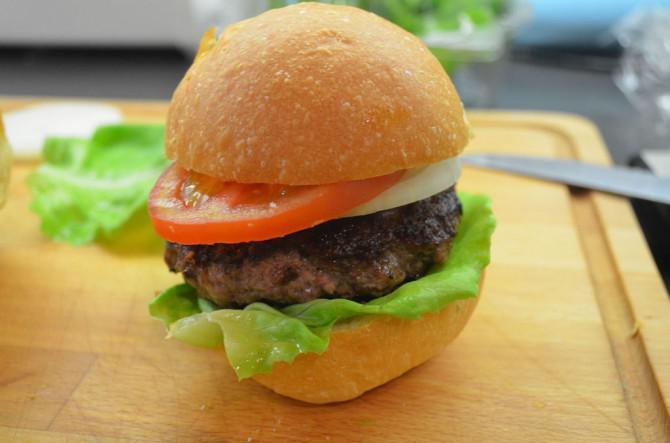 Nein Raucher Geräucherte Burger aka Würzen von Fleisch mit Fleisch!