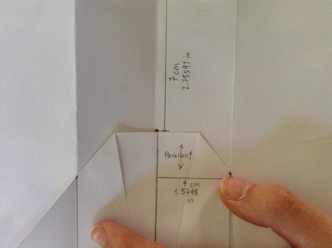 Einen Gliding Paper Airplane