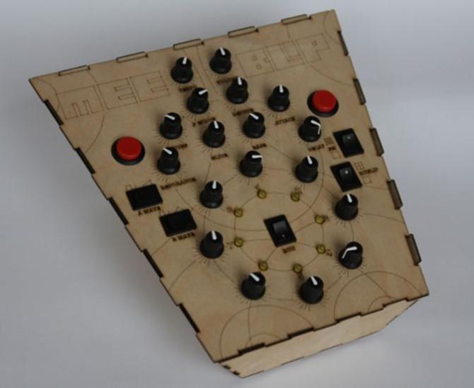 Konzeption und Aufbau eines Synthesizers mit Meeblip und Arduino, aufgenommen Videos sehen!