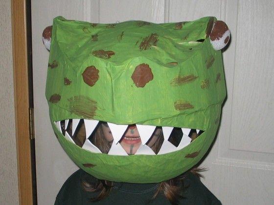 Erstellen Sie ein Halloween-Kostüm mit Band-Skulptur