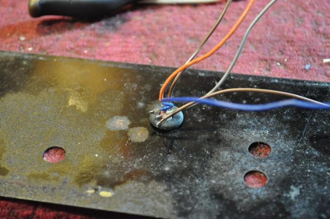 Umwidmung ein Antique Tragbares Radio In einen Hip Bluetooth Lautsprecher