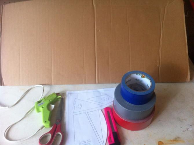 Wie man ein Captain America Schild aus Pappe und Klebeband zu machen!