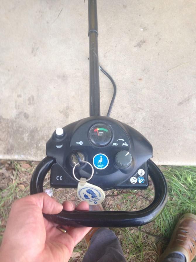 Selbstfahrende Kiddo Chariot von alten Garten Wagen und Elektromobil ...