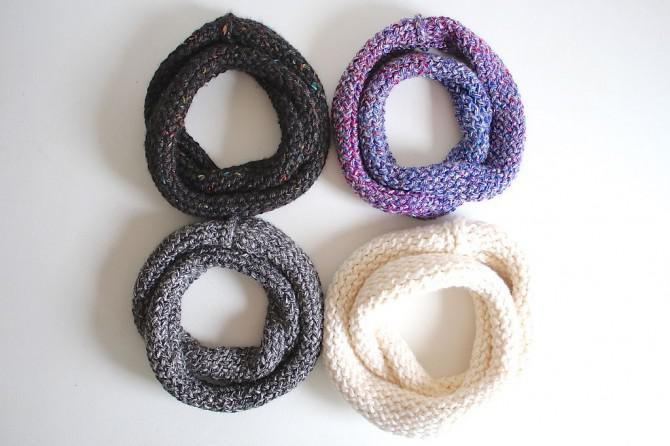 Wie man einen Infinity-Schal auf einem Webstuhl Stricken