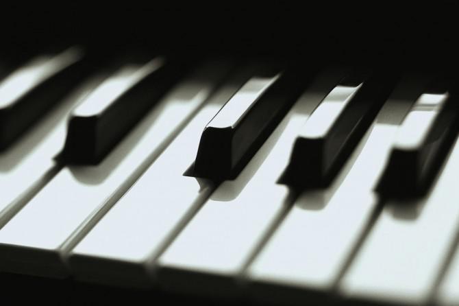 Wie man Klavier spielen