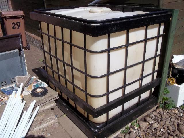 verkleidung einen ltr 250 gallonen ibc wassertank. Black Bedroom Furniture Sets. Home Design Ideas