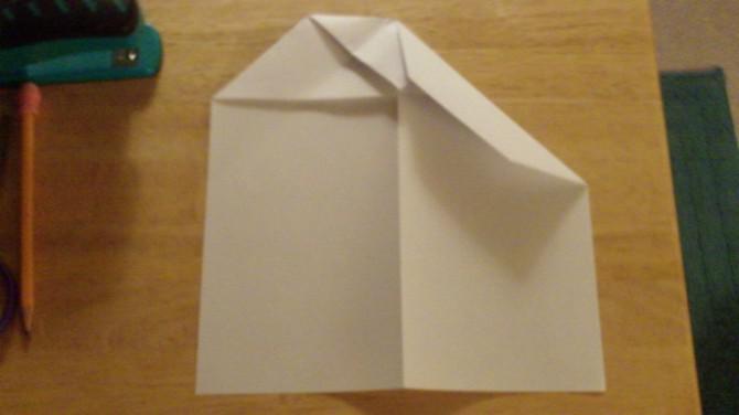 Wie man auf den Pfeil Flugzeug Papier