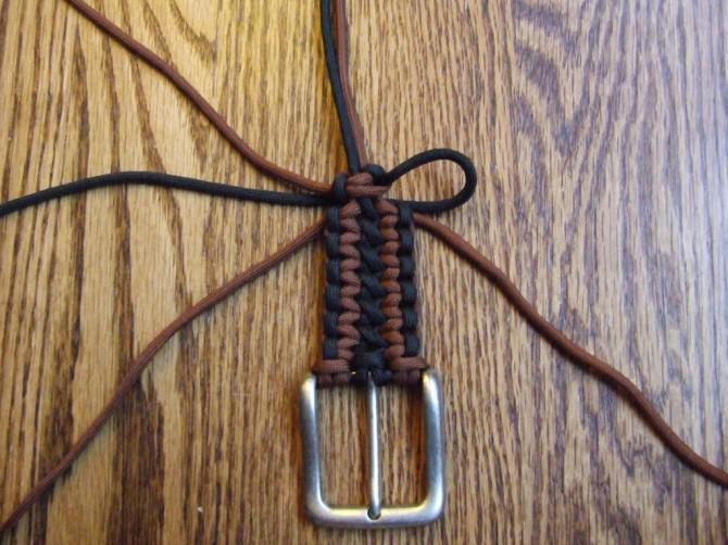 Die einfache und saubere Art und Weise, um einen Gürtel Paracord Beenden