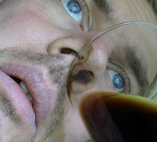 Wie man Bier durch die Nase zu trinken