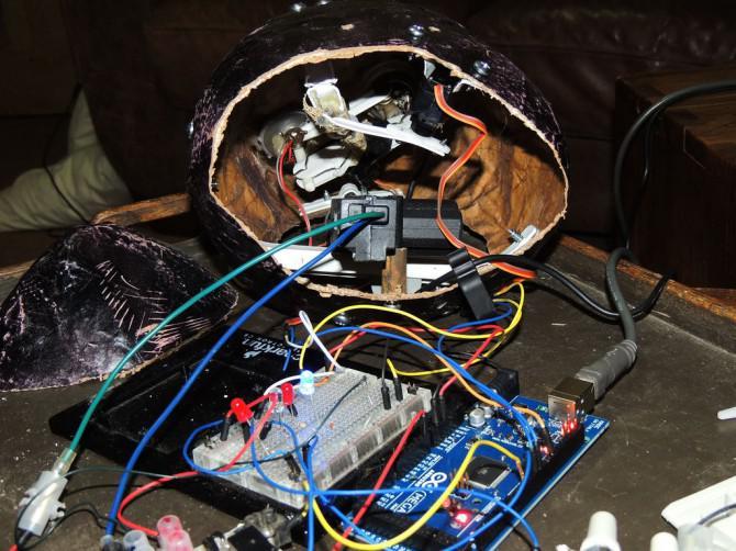 Wie man eine Remote-Control-fühlenden web-Marionette durch Hacken Twitter, Google, Skype, Arduino und Verarbeitung machen!