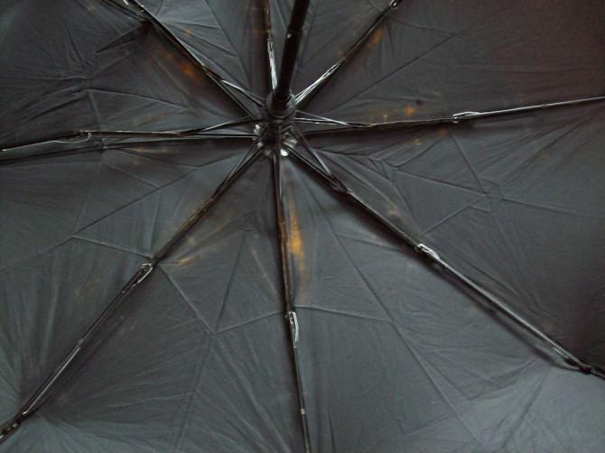 Bauen Sie ein Delta-Kite von einem Sonnenschirm