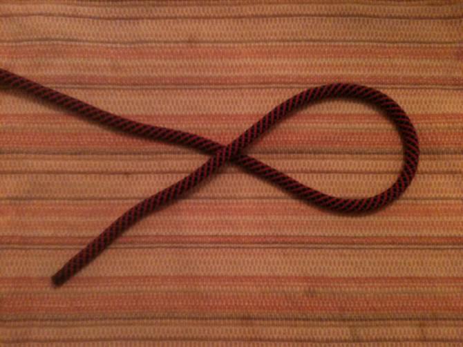Wie man einen einfachen Achterknoten und die Folge durch binden