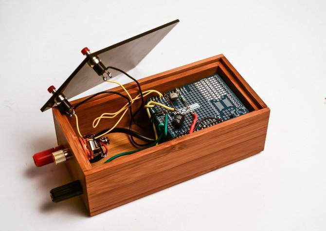 Singing Anlage.  Machen Sie Ihre Anlage singen mit Arduino, touche und gameduino