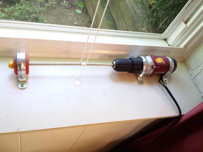 """Ferngesteuerter Fensterheber von Steve M. Potter """"WindowMoto"""""""