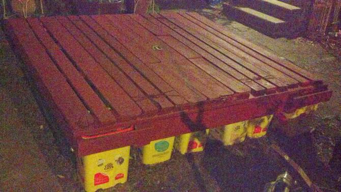 Schwimmende Dock auf Recycling #tidycats und # 2liters