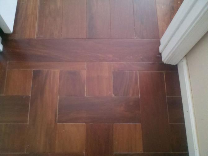 Hartholz-Fußböden;  Wie und nicht zu installieren