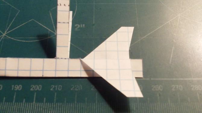 Wie man die McDonnell Douglas F / A-18 Hornet Paper Airplane