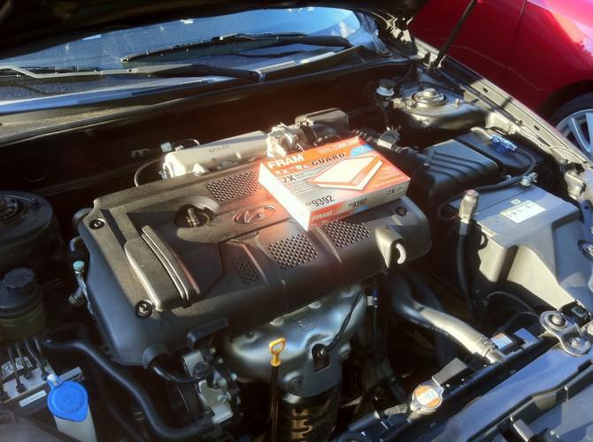 Wie Sie das Motorluftfilter auf der Hyundai Tiburon 2008 ersetzen