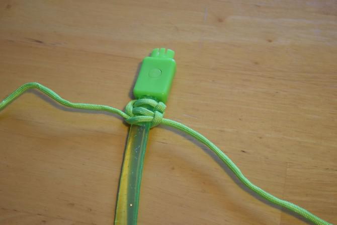 Wie man eine blinkende LED Paracord Armband Stellen