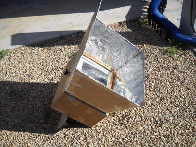 Pappe und Klebeband Solar-Ofen