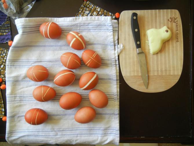 Dye Easter Eggs mit Gummibänder und Onion Skins!