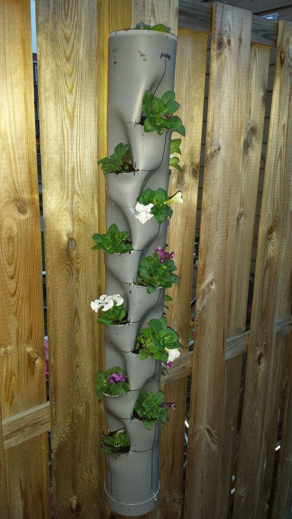 pflanze turm hergestellt aus pvc rohr 15 taschen. Black Bedroom Furniture Sets. Home Design Ideas