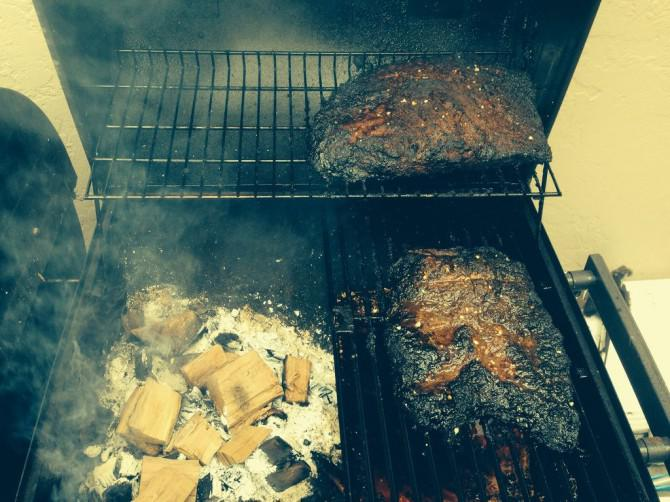 Geräucherte Bruststück auf BBQ Pit Ohne Smoker Box