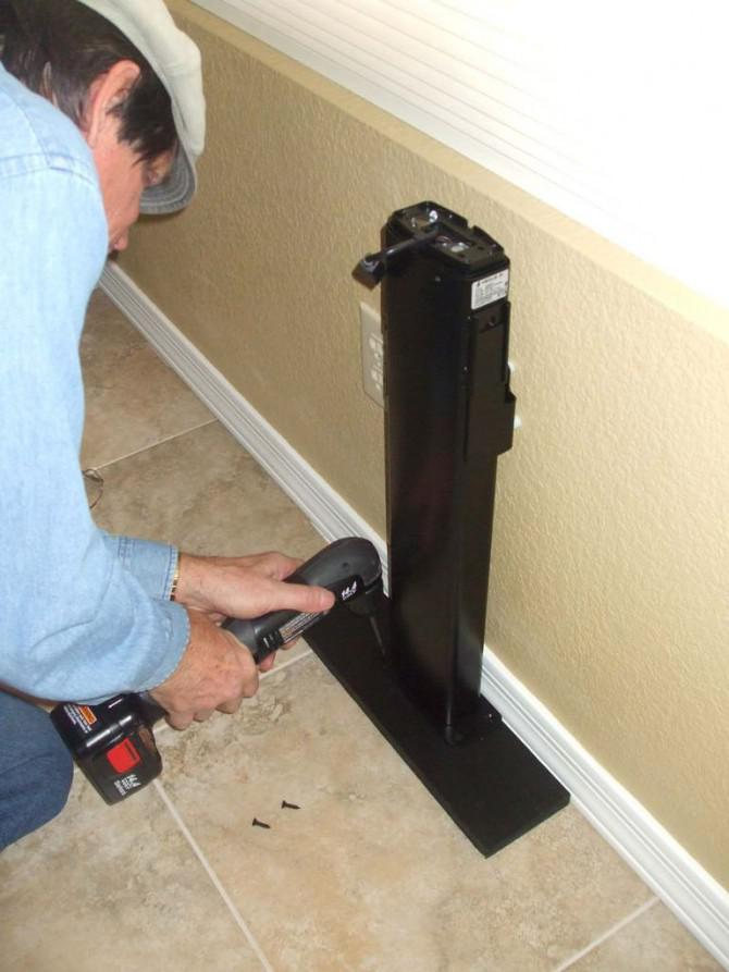 verschwinden tv mit pop up tv lift hinter m beln mounted. Black Bedroom Furniture Sets. Home Design Ideas