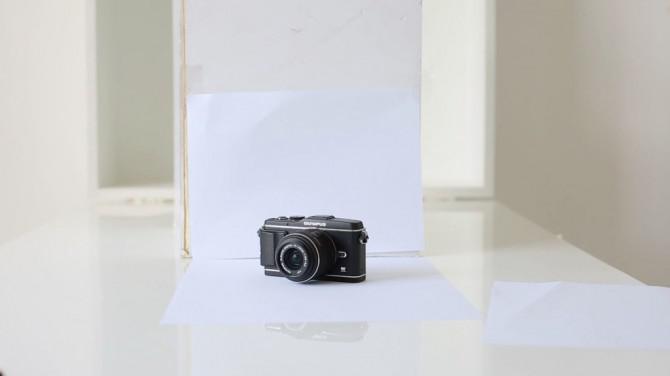 Schießen Einfach Produktfotos mit Druckerpapier, ein Smartphone und ein Fenster