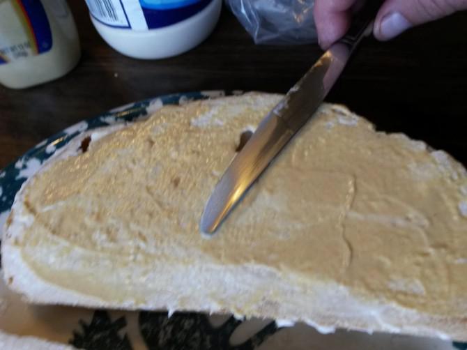 Geräucherter Türkei, Brie, und Spinat auf Sauerteig.
